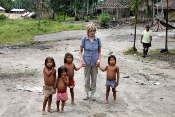 Helga with yanomami children