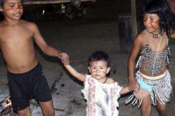 Sateré-Mawé children