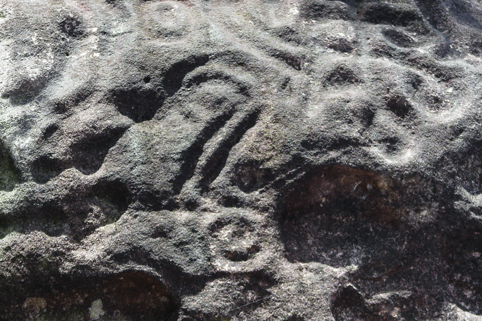 Mysterious wall carvings in the caves of Mandandá